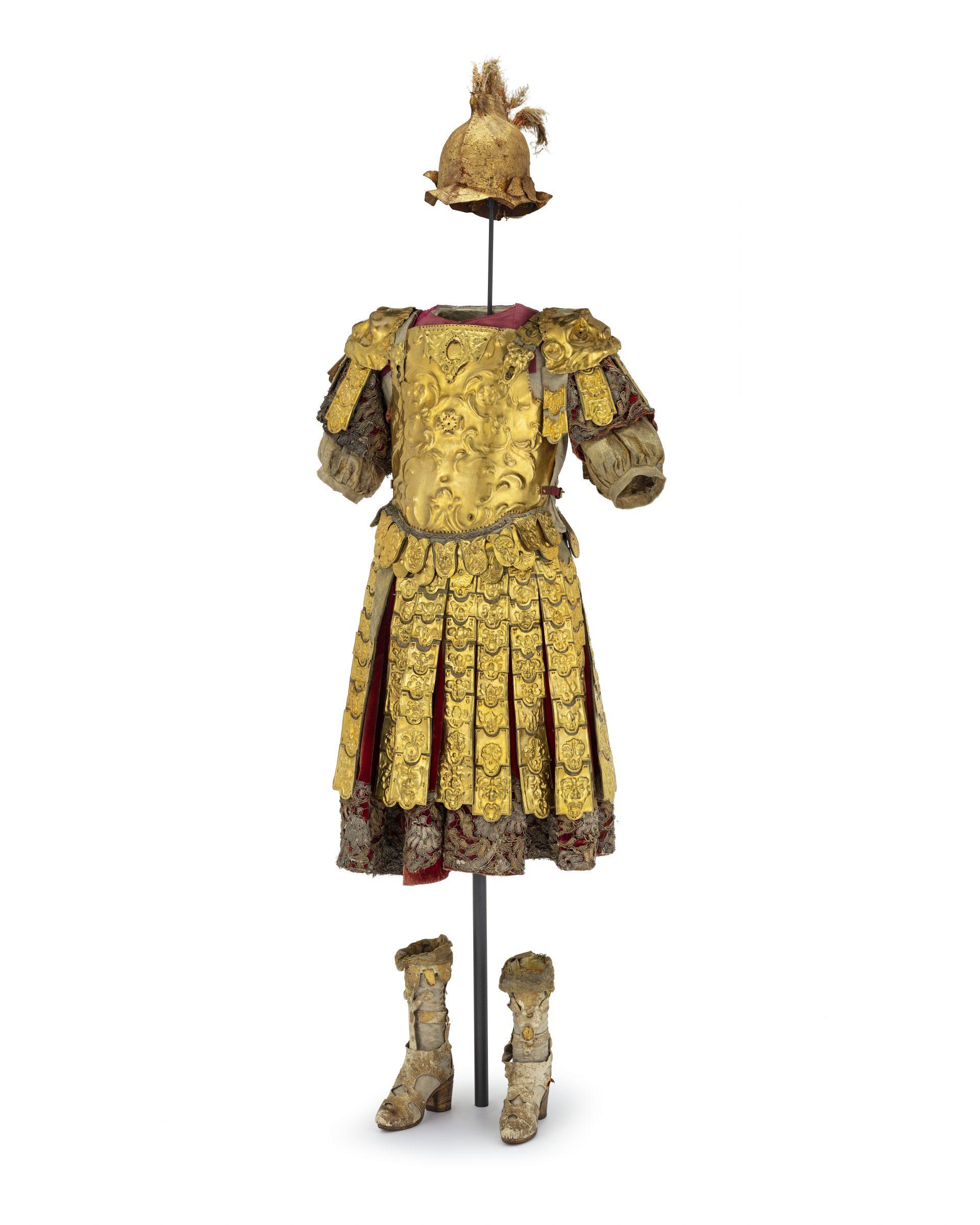 Guldfärgad dekorativ romerskinspirerad rustning.