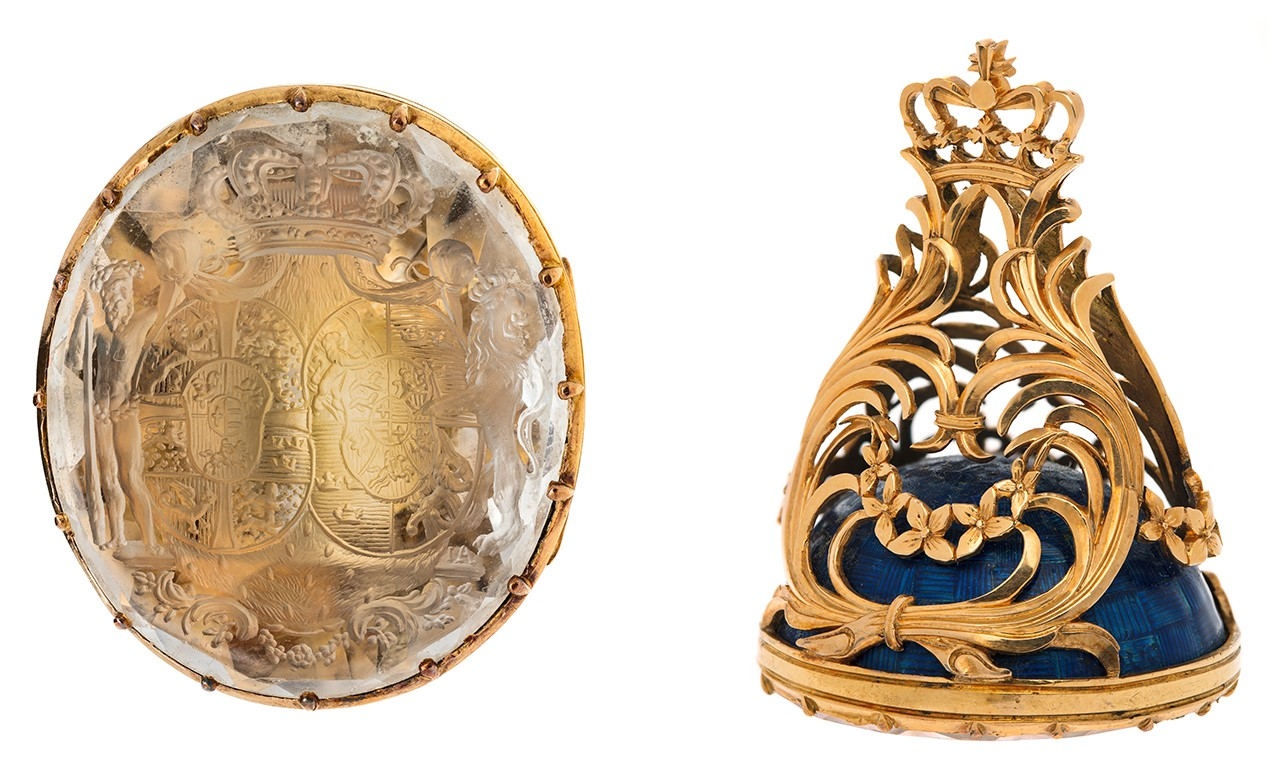 Two views of the same seal.