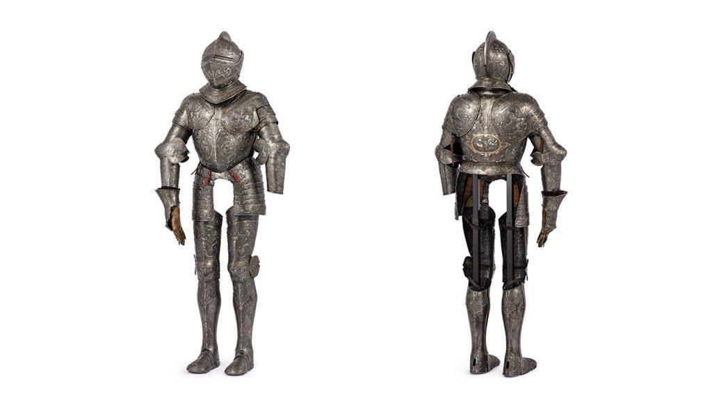Erik XIV:s rustning fram- och bakifrån samt en rund sköld som hör till